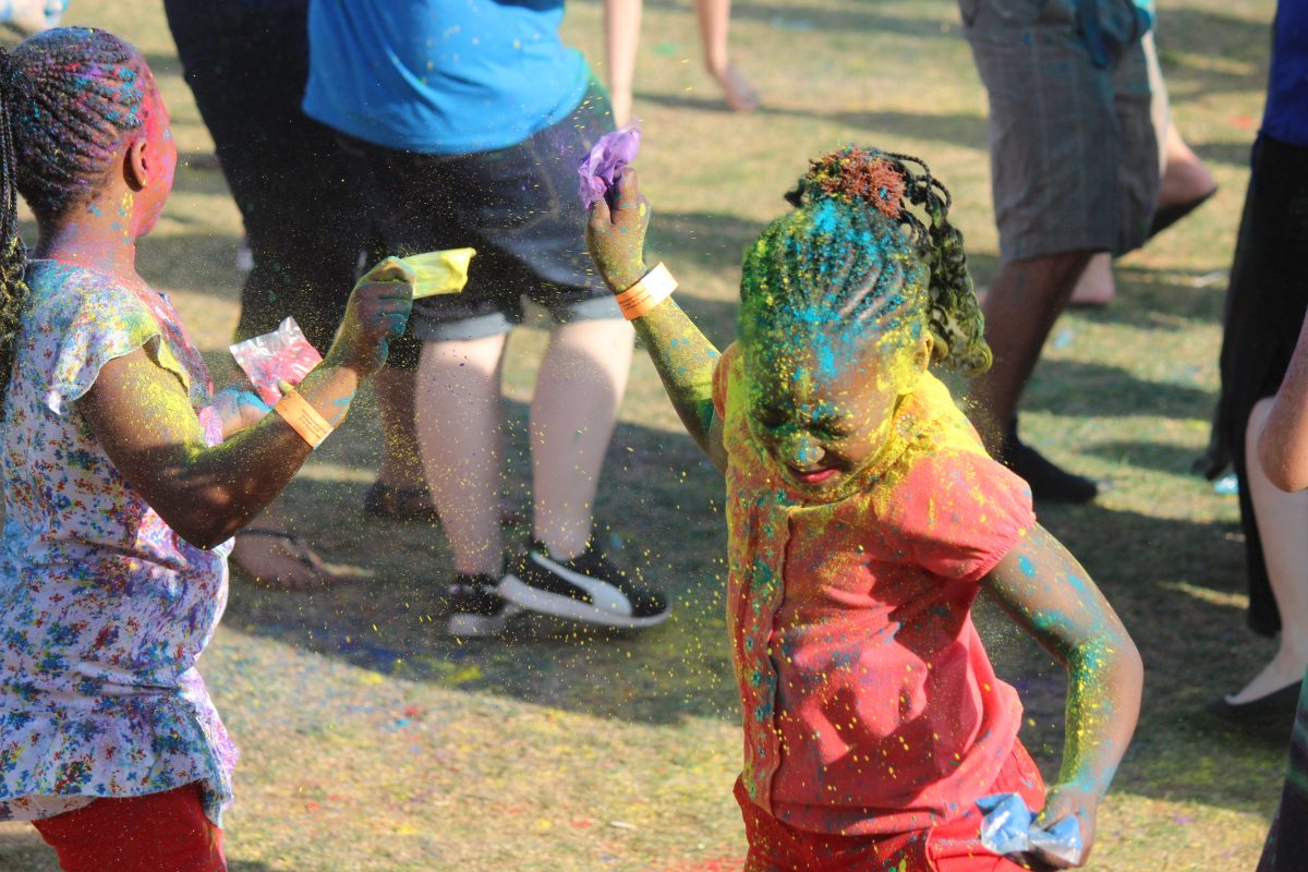 Waterstone Family Festical 2016 colour powder throwing